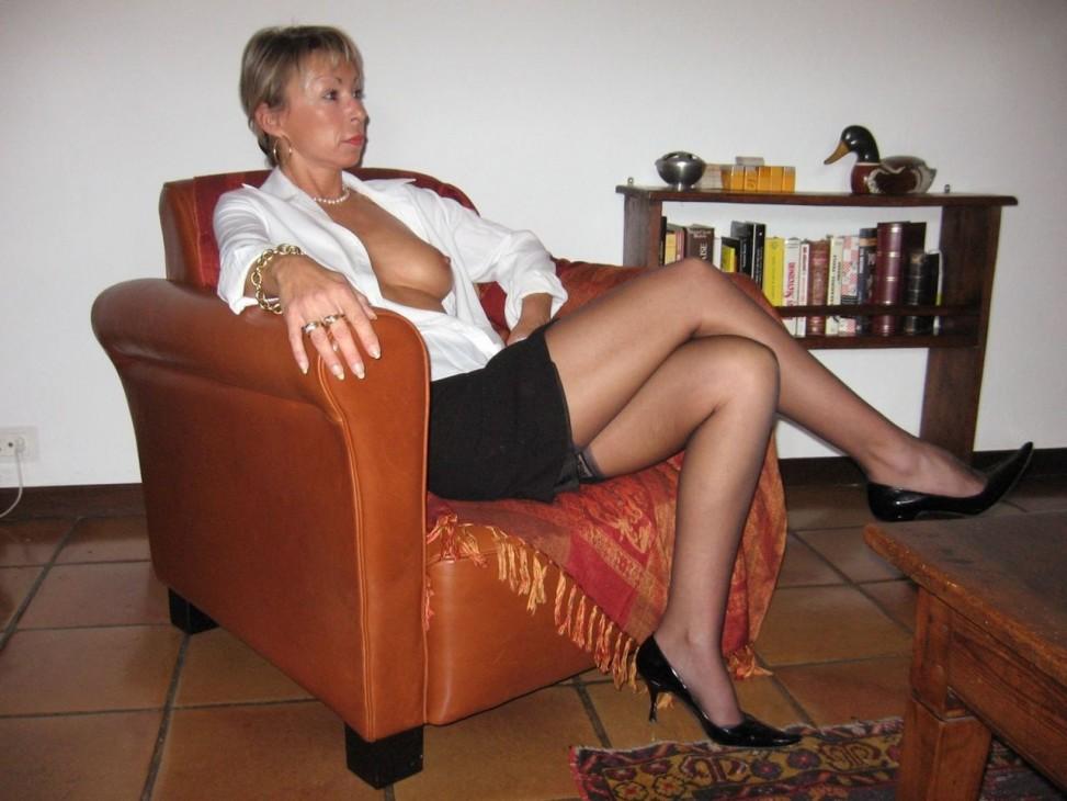 Sexy German MILF nipple slip