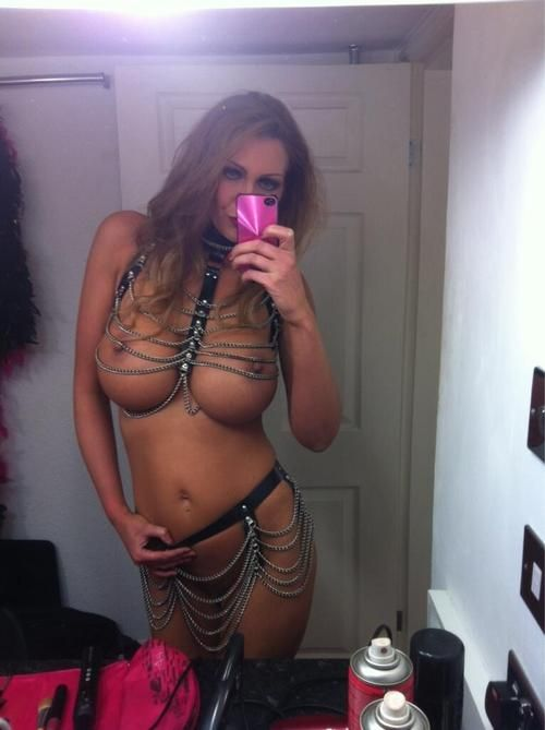 Amazing Vegas MILF stripper in her slutty outfit selfie