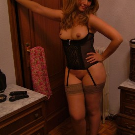 Chubby Latina wife posing nude in hot lingerie-02
