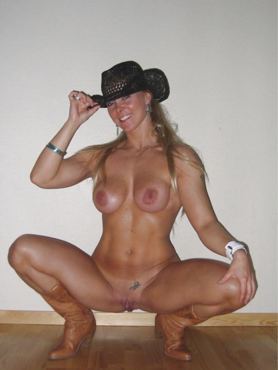 Nude MILF from Texas wearing nothing but leather boots and a hat