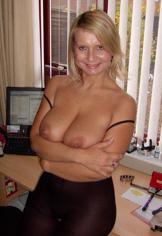 bedfordshire-blonde-sandy-aka-alex-working-her-pussy-with-dildo-in-lingerie-catsuit-02