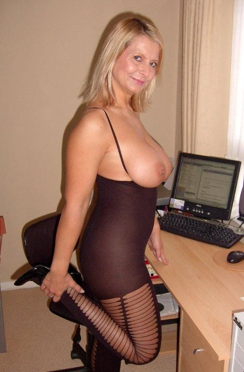 bedfordshire-blonde-sandy-aka-alex-working-her-pussy-with-dildo-in-lingerie-catsuit-04