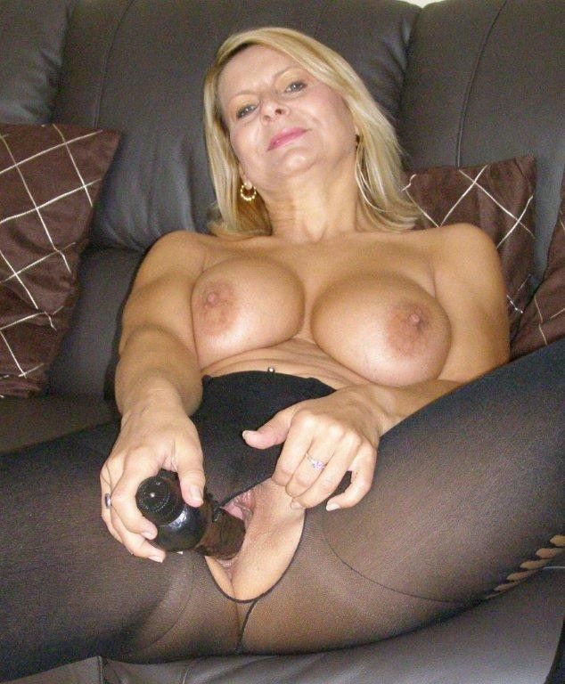 Bedfordshire Blonde Sandy (aka Alex) working her pussy ...