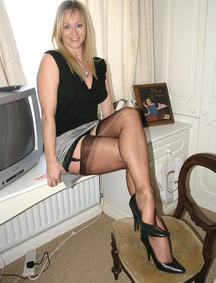 Hot Blonde Milf Amateur